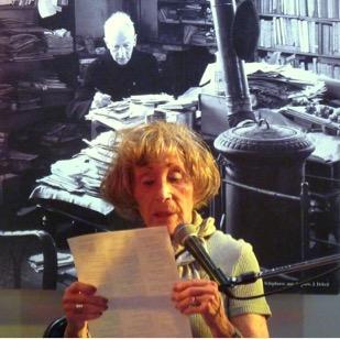 Madeleine Attal, présidente d'honneur de la Revue Souffles,  lisant le poète Joseph Delteil, son ami cher